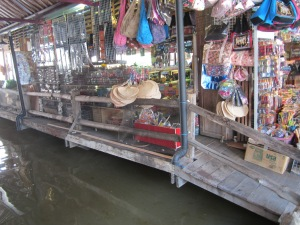 Suasana di Pattaya Floating Market