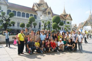 group photo in front of the Royal Palace