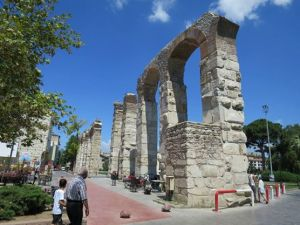 Aquaduct di Selcuk