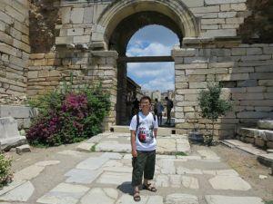Pintu masuk Basilika St John