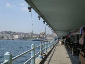 Bagian bawah Galata Bridge