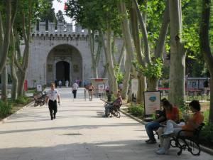 Halaman Istana Pertama