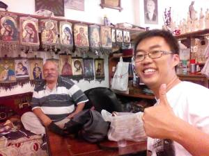 Selfie bersama bapak2 penjual oleh-oleh di dekat Basilica St John