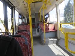 Bagian dalam bis yang luas