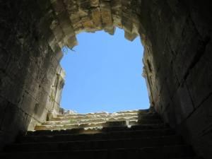 Pintu menuju teater bagi pemain drama atau gladiator