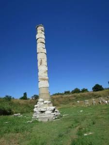 Satu2nya pilar Kuil Dewi Artemis