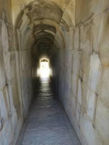 Terowongan menuju ruang utama kuil