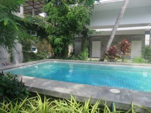 Glur Hostel Pool