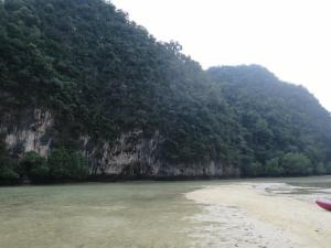 Laguna Koh Hong yang telah kering