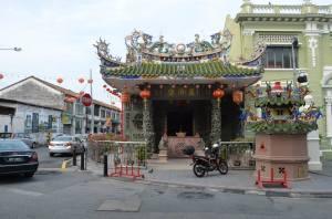 Sebuah kuil di sudut jalan (sorry lupa namanya)