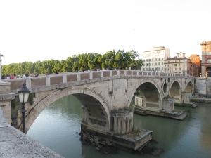 Ponte Sisto, jembatan khusus pejalan kaki yang menghubungkan Trastevere dengan bagian lain kota Roma