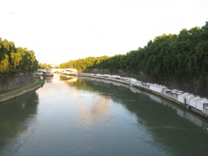 Sungai Tiber dilihat dari Ponte Sisto