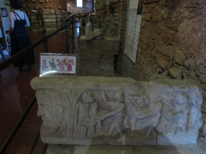 Salah satu sarkofagus di Catacombe San Sebastian