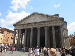 Pantheon di siang hari