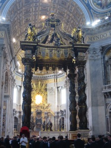 Cupola karya Bernini yang menaungi makam St Peter