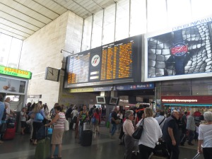 Papan Informasi Keberangkatan dan Kedatangan Kereta