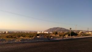 Pemandangan jalan menuju Fira dari Airport