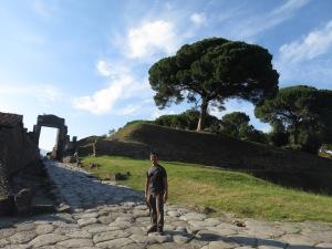 Jalan-jalan nyasar di kuburan Pompeii