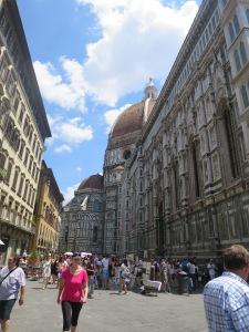 Keramaian kota Florence di tengah teriknya sinar mentari
