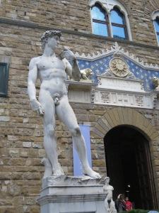 Patung tiruan David di depan Pallazo Vecchio