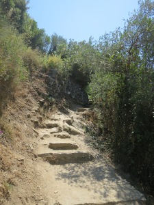 tangga tinggi di jalur Monterosso-Vernazza