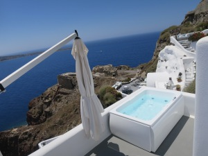 Wanna have a dip and get lost in the blue horizon?