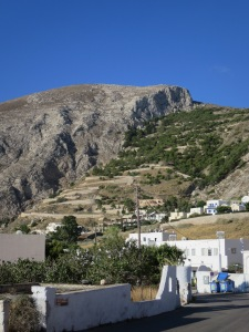 The winding road to Thira