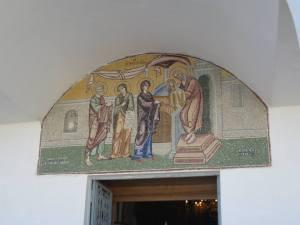 Mosaik di atas pintu gereja