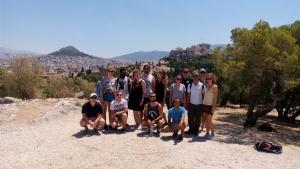 Bersama para turis peserta free walking tour dan pemandu wisata kami, MIlo