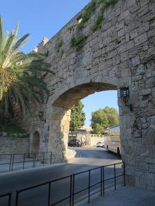 Eleftherias Gate,gerbang terdekat menuju Archeological Museum