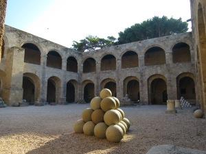 Archeological museum dulunya merupakan rumah sakit para Ksatria Ordo Hospitaller.