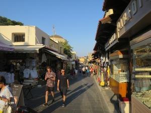 Jalan Socrates yang ramai dengan toko-toko dan restoran