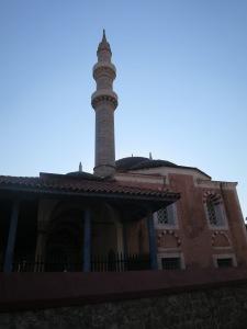 Bangunan mesjid khas Ottoman dan minaretnya