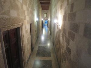 Lorong sempit dan kamar-kamar para ksatria
