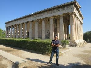 Temple of Hephaestus adalah kuil yang paling utuh di seluruh Yunani. Kuil yang dibangun untuk memuja dewa pandai besi ini terjaga karena diubah menjadi gereja.