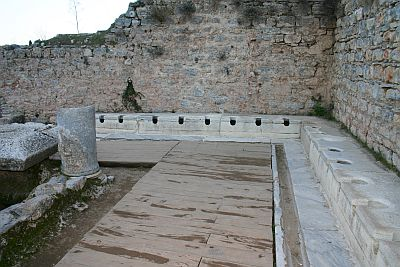 toilet umum di Ephesus. Courtesy of www.eohesus.us
