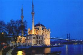 Mesjid Ortakoy saat temaram, courtesy of http://faculty.gvsu.edu/alayontf/turkiye/marmara/ortakoy.html
