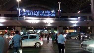 Halaman luar bandara Sabiha Gokcen, tempat bis Havas parkir