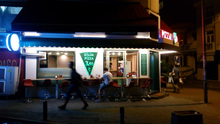 Dilim Pizza tak jauh dari Hush Hostel Moda