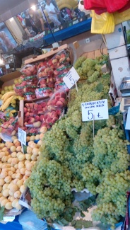 Buah-buahan segar dan murah di Pasar Kemeralti