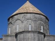 Ukiran kedua belas rasul di bagian atas mesjid/gereja