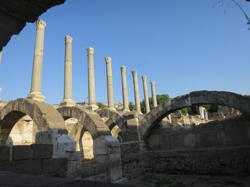 Agora, sedikit dari reruntuhan kota kuno Smyrna yang tersisa