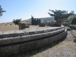 Kuil Zeus, yang berfondasi bundar