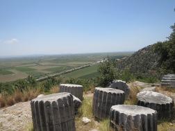 Tanah pertanian di bawah sana merupakan lautan di masa jayanya kota Priene.