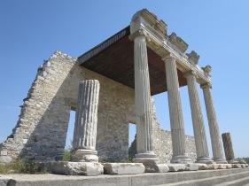 Stoa yang berdiri kokoh hasil rekonstruksi,Miletus