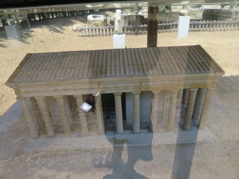 Maket Kuil Apollo Claros