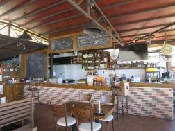 Bar El Camino yang berfungsi sebagai tempat sarapan di pagi hari