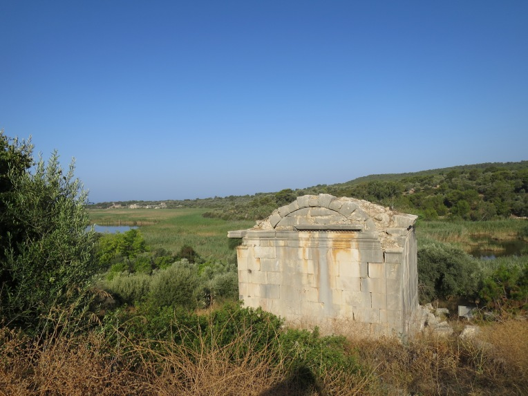 Salah satu kuburan Lycia di Patara
