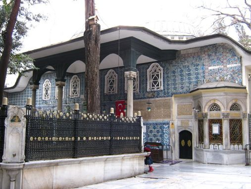 Makam Eyub Al Anshari By Szoszv (Own work) [CC BY-SA 3.0 (http://creativecommons.org/licenses/by-sa/3.0) or GFDL (http://www.gnu.org/copyleft/fdl.html)], via Wikimedia Commons