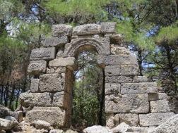 Reruntuhan pintu kuil